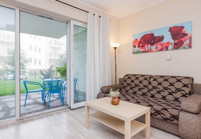 pokój, sofa, stolik kawowy, obraz, okno, taras, wynajem